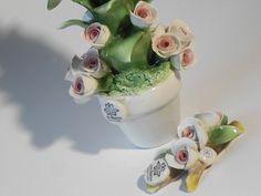 Bomboniera e segnaposto per Matrimonio, piantina in Ceramica di Capodimonte con rose boccioli. Rose, Ethnic Recipes, Pink, Roses