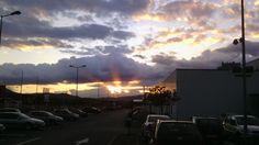 Promienie słońca za chmurami.