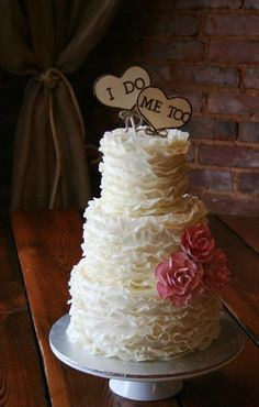 A ruffle design in a simple vintage romantic cake
