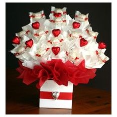 ferrero rocher raffaello chocolate bar candy hearts roses gift box valentines day mothers day birthday romantic present bouquet Candy Bouquet Diy, Valentine Bouquet, Birthday Bouquet, Gift Bouquet, Valentine Baskets, Valentine Gifts, Raffaello Chocolate, Rocher Chocolate, Candy Hearts