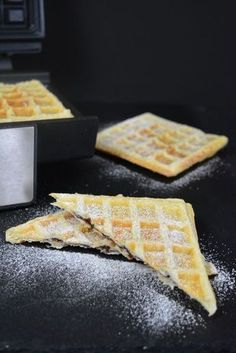 Puff pastry waffles with Nutella filling - The Cake Maker - belgische Waffeln - French Recipes Biscuit Nutella, Nutella Waffles, Desserts Nutella, Desserts Français, Nutella Cookies, French Desserts, Dessert Recipes, French Recipes, Dessert Simple
