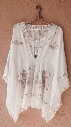 Boho Embroidery Monoreno Resort beach bohemian gypsy ivory and taupe embroidery kaftan / Bohemian Angel - Browse all products from Bohemian Angel. Boho Chic, Hippie Chic, Hippie Style, Bohemian Style, My Style, Modern Hippie, Pretty Outfits, Cute Outfits, Looks Pinterest