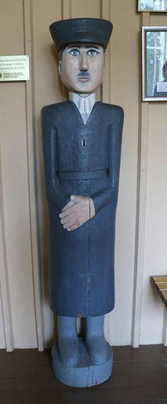 Ukko nro 51, Lestijärven kirkko 8.8.2014.  Tekijästä ja valmistusvuodesta ei ole tarkempaa tietoa, mutta arvellaan olevan vuoden 1850 paikkeilta. Wooden Sculptures, Wooden Statues, Finland, Carving, Men, Joinery, Wood Carvings, Sculptures, Printmaking