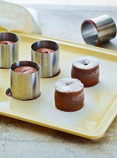 Chokoladefondant | Se Mette Blomsterbergs opskrift på chokoladefondant