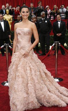 Los mejores vestidos de la historia de los Oscar.   Penélope Cruz en 2007 por Versace