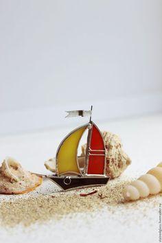 """Glass brooch / Броши ручной работы. Ярмарка Мастеров - ручная работа. Купить Брошки """"Кораблики"""". Handmade. Комбинированный, витражи, необычные подарки, для мальчика"""