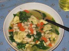 Tortellini Soup Verdura #suppe #vegetarian #8ingredients #healthy #pasta #onion #carrot #celery #thyme #broth #spinach #loek #gulrot #stangselleri #timian #buljong #spinat