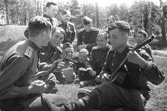 Soviet pilots on vacation, 1943 (Photo by Michael Savin)