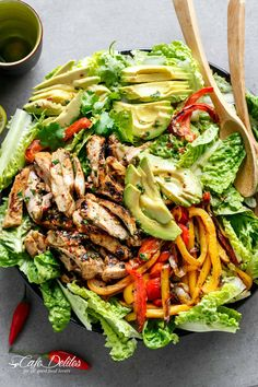 Grilled Chili Lime Chicken Fajita Salad with a dressing that doubles as a marinade! A genius way of keeping ALL of the incredible flavours in this salad! | cafedelites.com