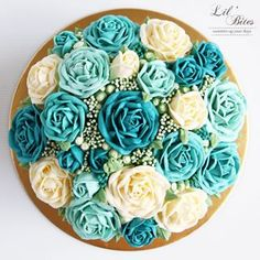 Flower dome cake 😍 .  .  .  .  .  .    #buttercream #buttercreamcake #cakestagram #instacake #lilbitesid #ciakholiao #flowercake #foodphotography #food52 #f52grams #birthdaycake #foodgawker #buzzfeast #eeeeeats #eatandtreats #sgbakes #goodeats #homebaked #huffposttaste #hidupuntukmakan #makanmana #nomnom #vscocam #bonappetit #wiltoncakes #yahoofood #onthetable #cakedecorating #wtfoodies #thekitchn