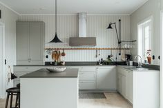 Kitchen of the Week: Country Chic in Sweden, Minimalist Edition (Remodelista: Sourcebook for the Considered Home) Kitchen Styling, Kitchen Decor, Kitchen Design, Luxury Glamping, Interiors Magazine, Bespoke Kitchens, Scandinavian Home, Home Interior, Interior Livingroom