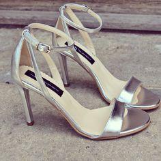 #rosettishowroom #the5thelementstore #springsummer #sandals #highheels #silver