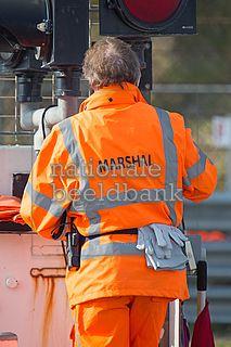 marshal aan het werk op het circuit