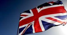 Cómo obtener la ciudadanía del Reino Unido. La ciudadanía del Reino Unido es una de las seis formas de nacionalidad británica. La misma otorga el derecho a solicitar y recibir un pasaporte británico y residir legalmente en Gran Bretaña sin ningún permiso de viajero especial. Todos los miembros de las otras cinco categorías de nacionalidad deben obtener un permiso para vivir y trabajar en el ...