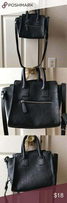 Forever 21 crossbody bag Bwot forever 21 bag. Size is smaller which makes it perfect for everyday use or a night out. Has a crossbody strap as well as arm handles. No flaws. I accept reasonable offers Forever 21 Bags Crossbody Bags