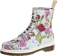 Doc Martens garden boots - where were these in the Dr. Martens, Bootie Boots, Shoe Boots, Shoe Bag, Muses Shoes, Garden Boots, Sock Shoes, Beautiful Shoes, Me Too Shoes