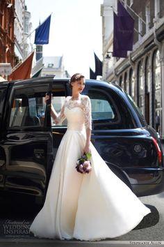 スラッとみせる!低身長のプレ花嫁さんに似合うウェディングドレス選び術♡にて紹介している画像                              …