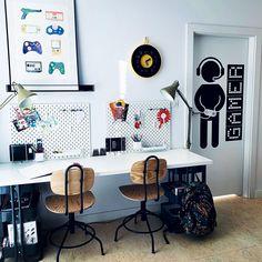 #pokojdziecka #pokojchłopca #biurko #kidsroom #childrensroom #desk Kidsroom, Office Desk, Gallery Wall, Frame, Furniture, Home Decor, Bedroom Kids, Picture Frame, Desk Office