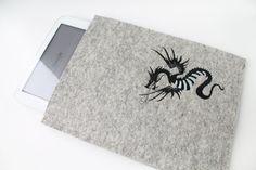 Ipad, Samsung Tablet Schutzhülle für  für 9,7 - 10,1 zol, bestickt, Wollfilz, Filz mit Motivdruck Drache von Schrejderiha auf Etsy