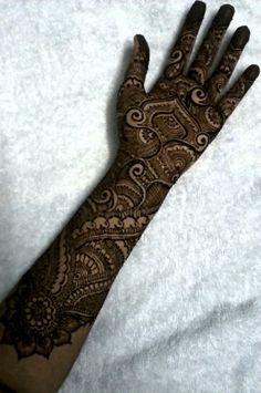 mehndi maharani finalist: Fakiha Sultana http://maharaniweddings.com/gallery/photo/26946