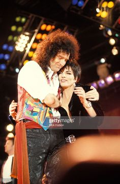 Photo of Liza MINELLI and Brian MAY and QUEEN, Brian May & Liza Minelli performing on stage at the Freddie Mercury Tribute concert