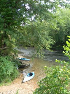 kayaking on cypress creek in northwest alabama in the small town of florence, al Kayaking Near Me, Kayaking Ideas, Canoeing, Vacation Trips, Vacation Spots, Vacations, Kayak Camping, Kayak Fishing, Great Places