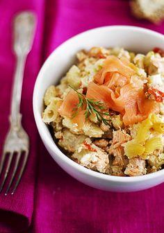Tee lohimakaronilaatikkoa ja viikon kalapäivä on herkullisesti kuitattu. Kala, Happy Foods, Risotto, Ethnic Recipes, Red Peppers