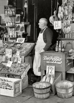 Small grocery store in Waco, Texas back in 1939. Goods were displayed in the wooden crates they arrived in. Note the bushel baskets in the front (made of raw thin strips of poplar wood). <> (American history, old wood, timeworn)