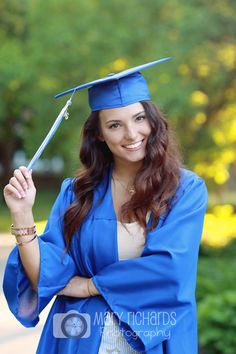 Senior pictures cap and gown photos.  Cute girl pose!