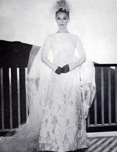 Σπάνιες φωτογραφίες και όλα όσα δεν ήξερες για τον γάμο Βουγιουκλάκη-Παπαμιχαήλ   E-Radio.gr Buzz