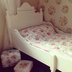 Molly's Candy Shop: Uusi lastensänky prinsessojen huoneeseen