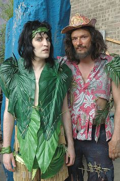 Noel Fielding as Vince Noir and Julian Barratt as Howard Moon in The Mighty Boosh. Julian Barratt, Noel Fielding, British Humor, British Comedy, The Mighty Boosh, Mighty Mighty, Tiny Blonde, Richard Ayoade, Through Time And Space