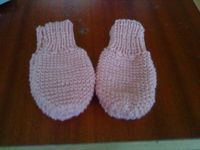 Carinas: Baby luffer.. Knitting For Kids, Baby Knitting, Baby Patterns, Knitting Patterns, Kids And Parenting, Baby Shoes, Gloves, Crochet, Inspiration