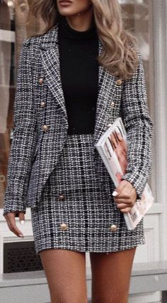 25 Women's Blazer Outfit Ideas To Conquer Everything Blazer outfits are arguably the best work outfits. So we've rounded up 25 Women's Blazer Outfit Ideas To Conquer Everything. Blazer Outfits For Women, Business Outfits Women, Business Attire, Business Women, Woman Outfits, Business Fashion, Business Chic, Women's Business Clothes, Summer Business Outfits