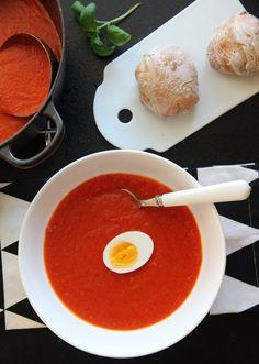HJEMMELAGET TOMATSUPPE MED EGG | TRINES MATBLOGG Vegan Soups, Vegetarian Recipes, Norwegian Food, Tomato Soup Recipes, Recipes From Heaven, Frisk, I Foods, Feel Better, Meal Planning