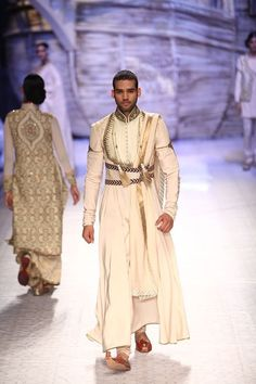 JJ Valaya INDIA BRIDAL FASHION WEEK 2013 makes me wanna get married in India, cause if I could pull of wearing outfits like this one everyday - I would! India Fashion, Ethnic Fashion, Mens Fashion, Vogue Wedding, Bridal Fashion Week, Sherwani, Character Outfits, Mode Inspiration, Costume Design