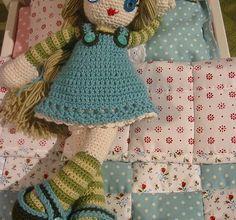 Muñeca vestida de azul – Patrón a crochet