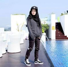 When it comes to selecting an outfit what could be better than cute tomboy outfits and fashion styles. Who among boys don't flirt with that look? Hijab Casual, Hijab Outfit, Hijab Chic, Simple Hijab, Cute Tomboy Outfits, Modest Outfits, Sport Outfits, Casual Outfits, Modest Clothing