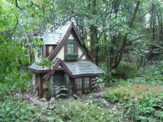 This Hobbit family stays on the outskirts of the rain forest....they seem to love rain as much as I do!