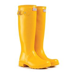 Original Packable Tour Hunter boots in yellow. WANT - Bottes Hunter Rain Boots, Rain And Snow Boots, Hunter Shoes, Yellow Wellies, Yellow Rain Boots, Rain Gear, Boating Outfit, Shoes, Turquoise