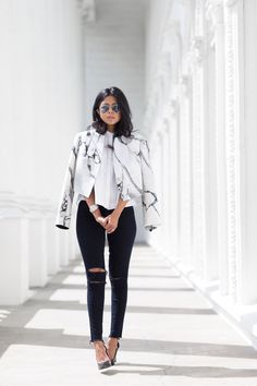 9b153dd21 Beautiful jacket with marble print. Combinação De Roupas