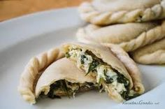 Aprende a preparar empanadas de espinacas y ricota ligth con esta rica y fácil receta. Picar el morrón y las espinacas blanqueadas. En una sartén con aceite de oliva...