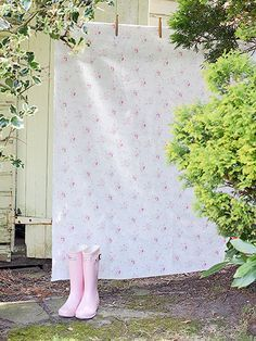 Cozy Cottage, Shabby Cottage, Country Charm, Country Life, Happy Day Farm, Grandmas Garden, Vintage Laundry, Pink Garden, Perfect Pink