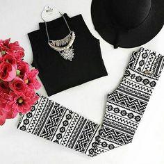Para um look trabalho sem perder o estilo, aposte na calça flare estampada em P&B. O modelo fica impecável no corpo e te deixará super elegante!❤️Onde encontrar: Espaço Diva (Rua São Paulo, 815 - Loja 172 - Centro) #feirashop #lindadefeirashop #moda #modabh #modamineira #modaparameninas #look #lookdodia #style #estilo #trend #tendencia #fashion #calca #flare #calcaflare #bh