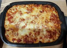 Home made lasagna Homemade Lasagna, Ethnic Recipes, Food, Pyrex, Cooker Recipes, Zucchini, Stuffed Pasta, Meals, Yemek