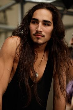 Very long hairstyles for men, Willy Cartier Mens Medium Length Hairstyles, Boys Long Hairstyles, Haircuts For Men, Long Haircuts, Willy Cartier, Hair Styles 2014, Long Hair Styles, Actrices Sexy, Native American Men