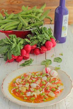 Cocinando entre Olivos: Ensalada de habas, tomate y bacalao típica de Jaén. Receta paso a paso.