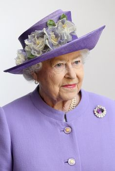 Amethyst  brooch  Queen Elizabeth II  britain