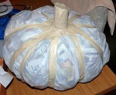 The pumpkin is shaped with cords, and the cords are covered with masking tape. Diane Reed The pumpkin is shaped with cords, and the cords are covered with masking tape. Paper Mache Projects, Paper Mache Crafts, Paper Mache Clay, Paper Clay, Plate Crafts, Art Projects, Pumpkin Crafts, Paper Pumpkin, Diy Pumpkin