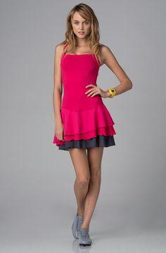 Nike  Woman Venus Pink Dress    175,90 лв.  59,90 лв.    Nike  Описание на продукта:  Розова рокля с характеристики:  - сиви детайли   - квадратно деколте   - набирания   - лого   - декоративни шевове.     Състав:  87% полиестер, 13% еластан     Код на продукта:  409183-608